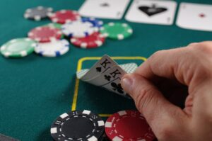 5 Key Differences Between Online and Live Poker